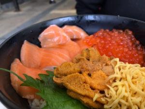 黒潮市場、海鮮丼、サーモンの市場丼
