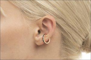 Hirotaka、Black Sapphire Ear Cuff