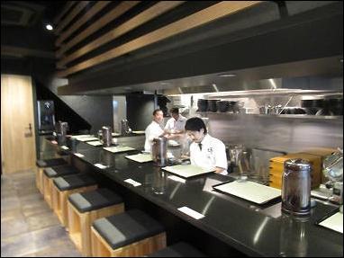 三宮で鶏sobaといえば座銀(神戸本店)!女性に大人気のラーメン!